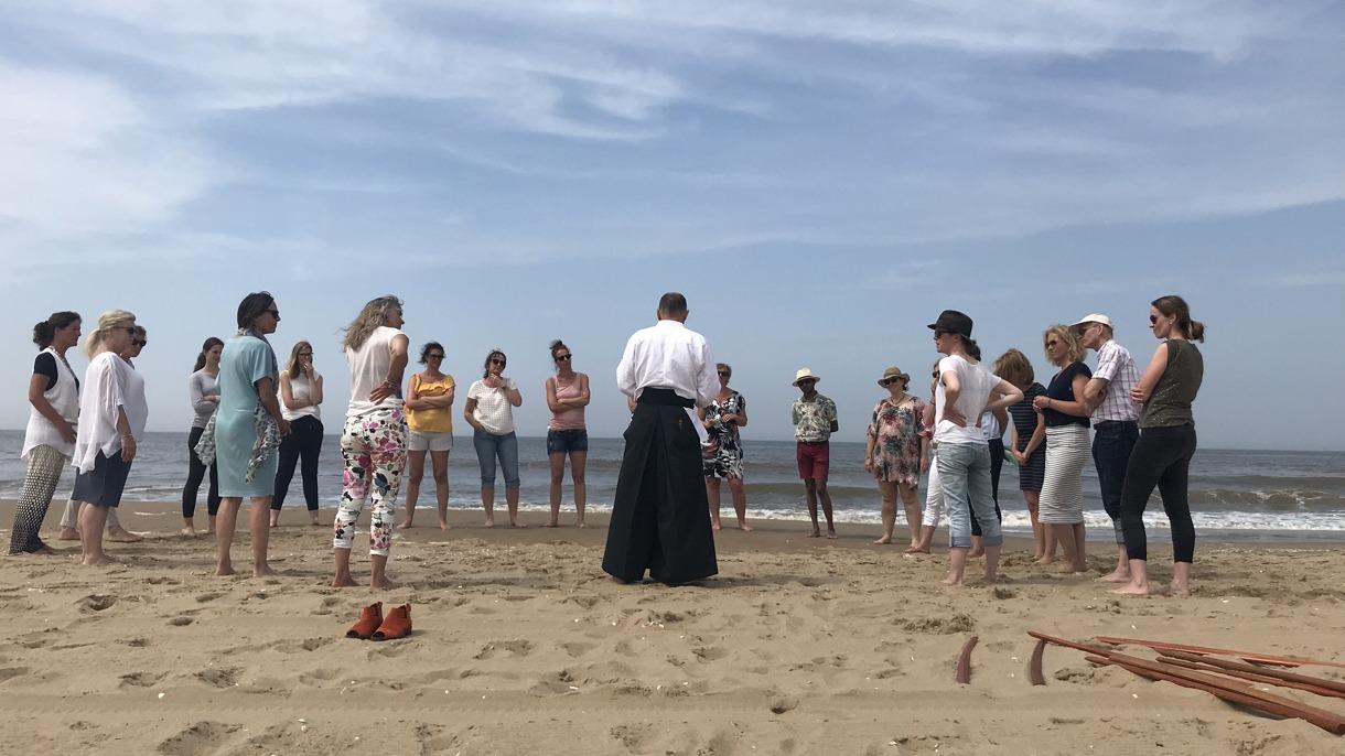 Aikido workshop op het strand